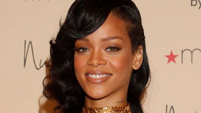 Rihanna Celebrates Turning 25 With MAC Cosmetics Deal