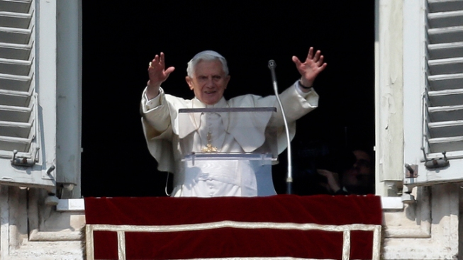 "Pope Asks Cheering Crowd to Pray ""for Me"" and Successor"