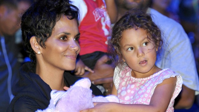 Halle Berry and Nahla Enjoy a Girls' Day Out After Thanksgiving Day Brawl
