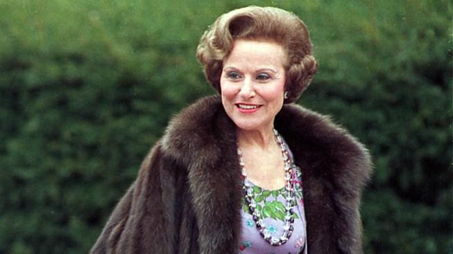 """Dear Abby"" Columnist Pauline Friedman Phillips Dies at 94"