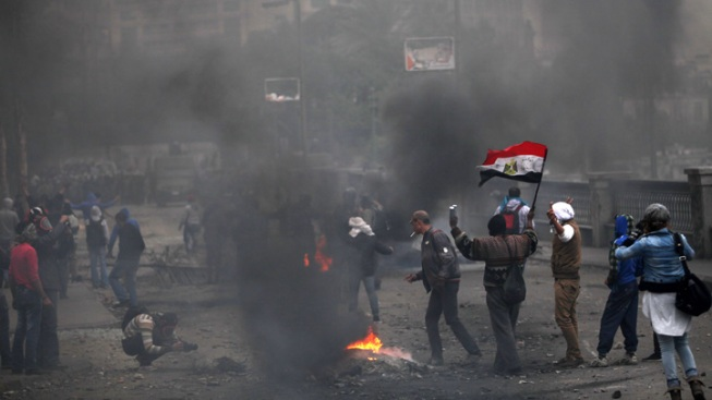 Egypt Protesters Defy Curfew, Death Toll at 60