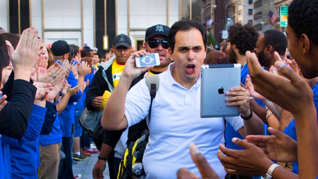 iPhone 5 Hits Stores to Huge Crowds