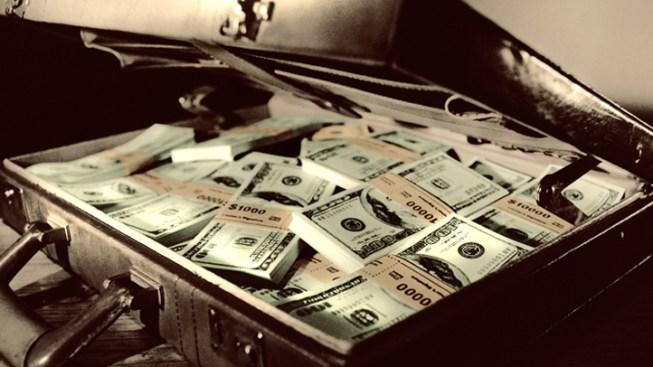 Man Leaves Suitcase Containing $1M in Restaurant
