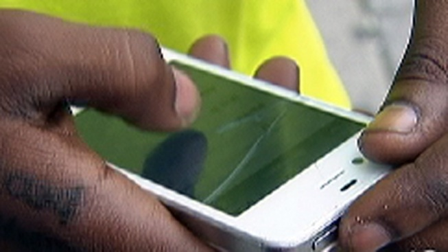 Teen 'Sexting' on the Rise, Study Says