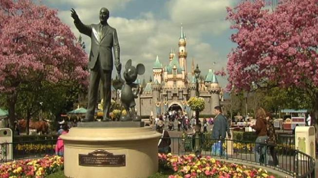 Geocaching Game Triggers Disneyland Lockdown