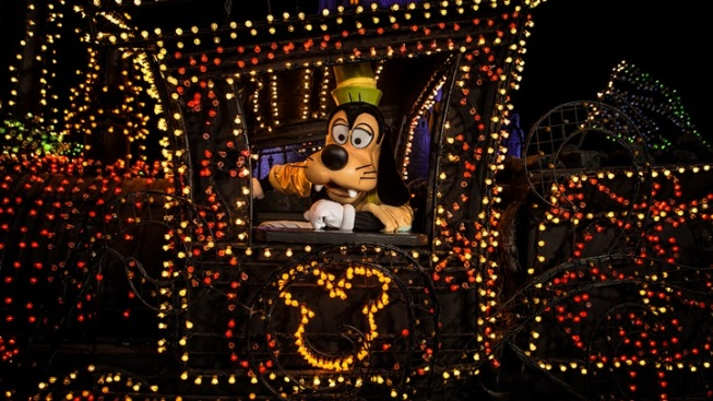 Main Street Electrical Parade: Disneyland Return