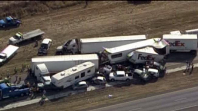 2 Dead in 140-Car Thanksgiving Day Pileup in Texas