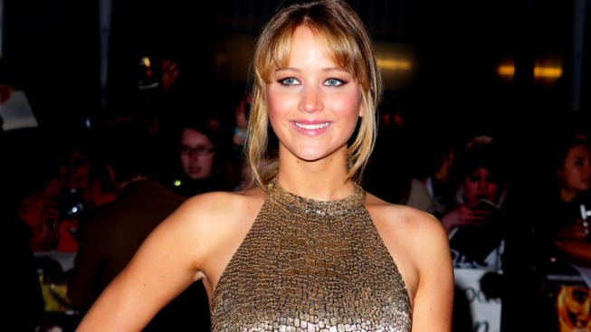 "Jennifer Lawrence Hams It Up In ""Saturday Night Live"" Promos With Jason Sudeikis"
