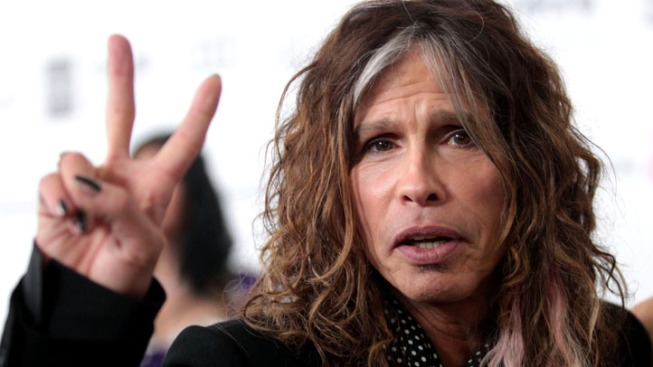 "Steven Tyler Apologizes to Nicki Minaj; Ex-""Idol"" Judge Says He's ""Not a Racist"""