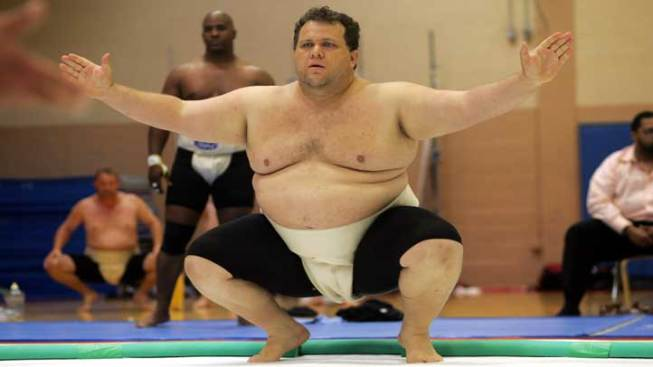 "Sumo Wrestler Sets ""Heaviest"" Marathon Record"