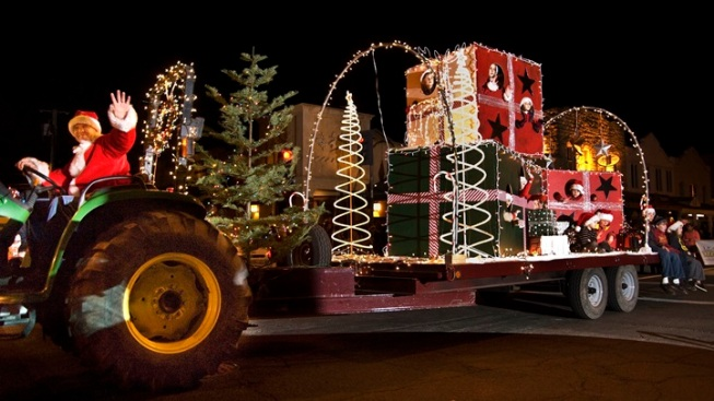 Tractors to Twinkle at a Cool Calistoga Parade