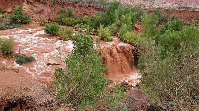 Flash Flood Sends Tourists to High Ground Near Grand Canyon