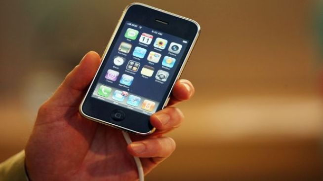 """""""Pull My Finger"""" iPhone Rivals Go To Court"""