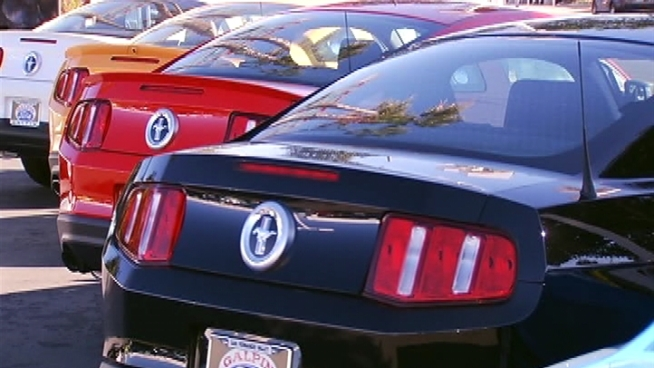 Strong December sales capped a banner year for both U.S. and foreign car makers.