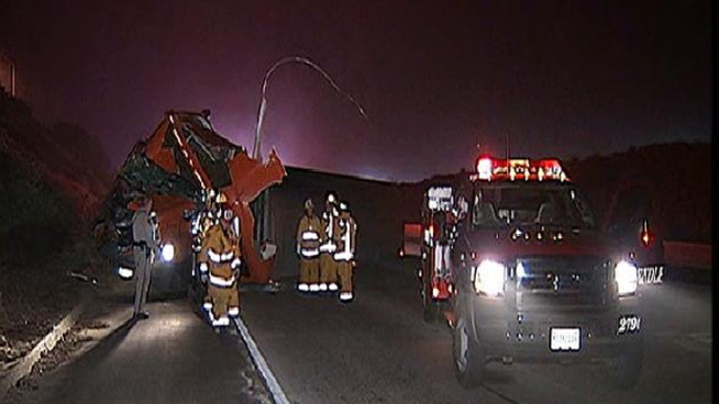 Thousands of Tomatoes Spill on Highway