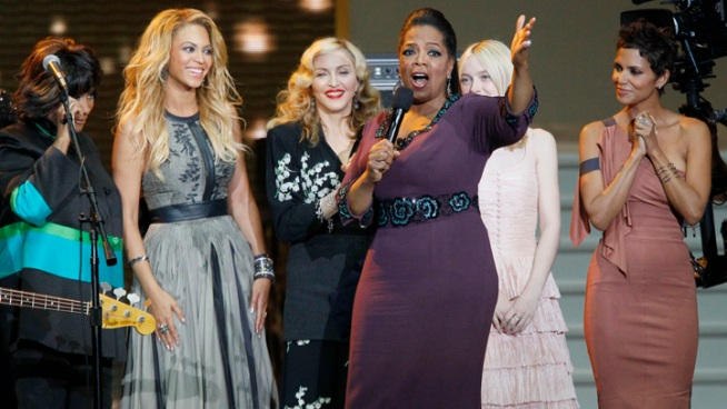 Oprah's producers let the media see the first few minutes of her big shows at the United Center.