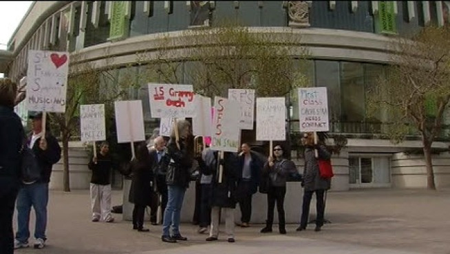 Musicians of the San Francisco Symphony strike on March 18, 2013.