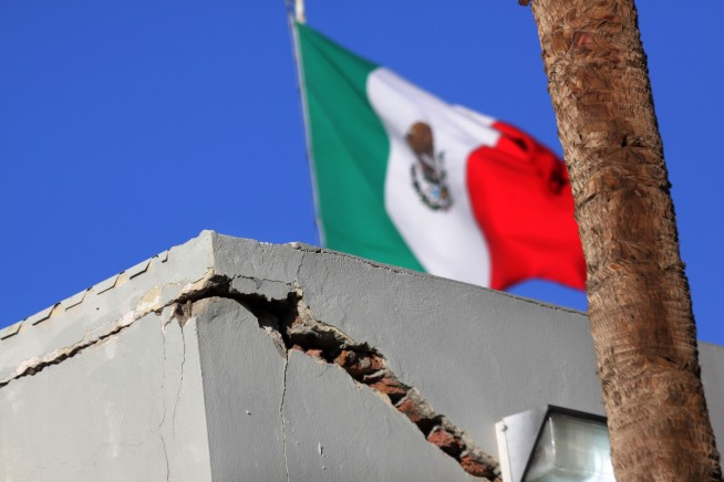Dramatic Photos: Easter Quake Photos From Mexico