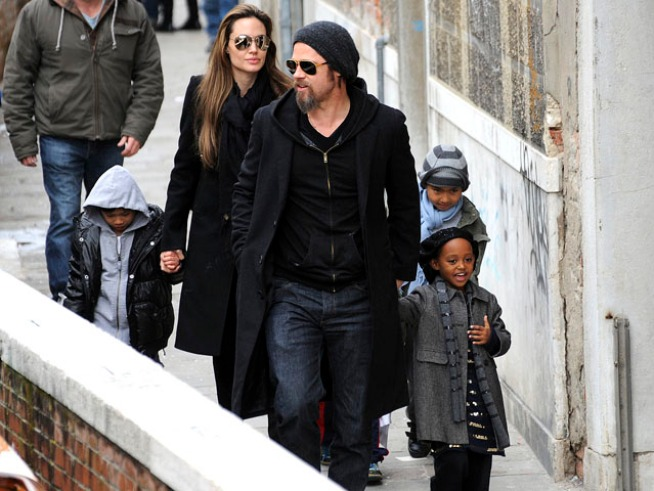 Jolie Reportedly Reunites with Dad