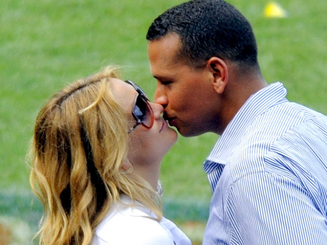 Kate Hudson Blasts Media Over A-Rod Rumors