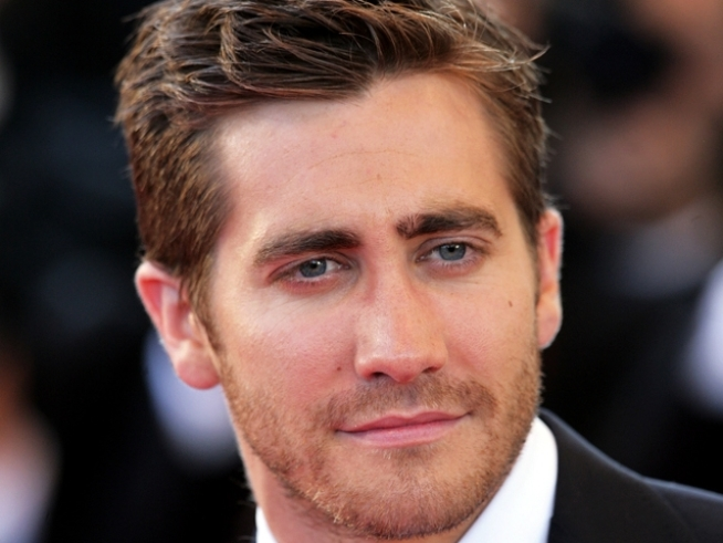 "Jake Gyllenhaal ""Okay"" With New Single Life"