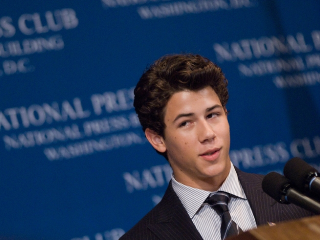 MoshPix: Diabetic Star Nick Jonas Addresses the National Press Club