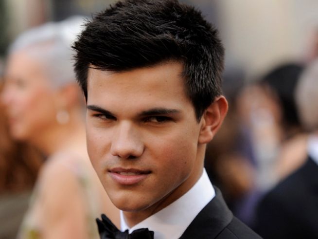 "Taylor Lautner Wants to Follow The ""Tom Cruise Model"" With His Career"