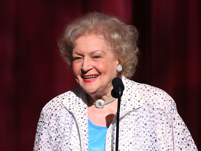 "Betty White Fans Campaign for ""SNL"" Hosting Gig"