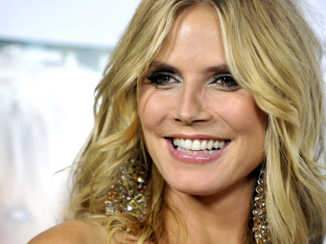 """Project Runway"" Designer Dishes on Heidi Klum's Cover Dress"
