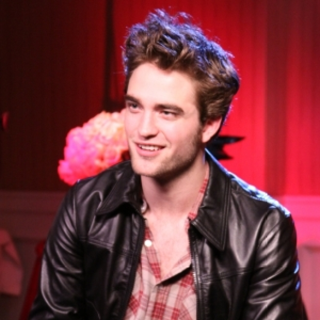 T.M.I.: Robert Pattinson's Dandruff Problem
