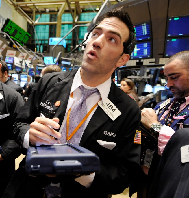 Stocks Slouch as Bad News Dampens Rate Cut