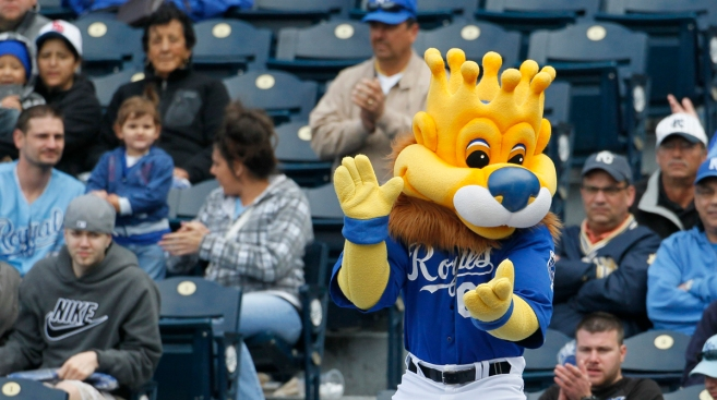 Fan Injured by Hotdog Sues Kansas City Royals