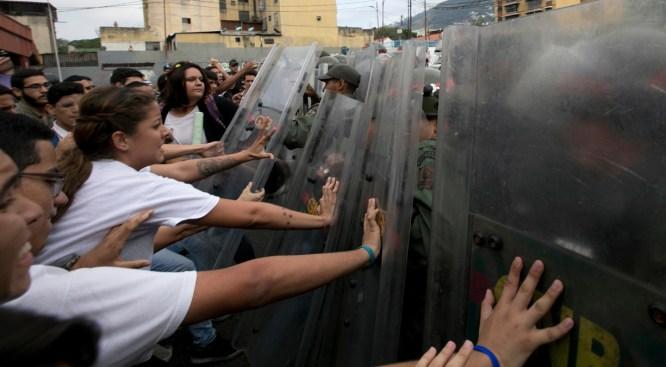 Venezuela's Top Prosecutor Rebukes Supreme Court Power Grab