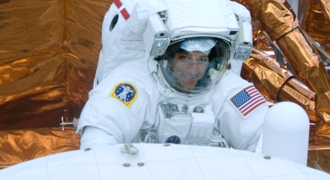 Astronauts Apply Finishing Touches to Hubble, Including Hug