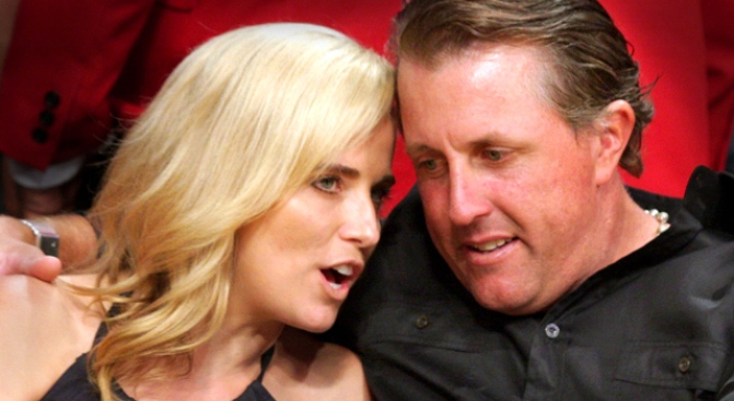 Mickelson's Wife Has Cancer, Lefty Leaves PGA Tour