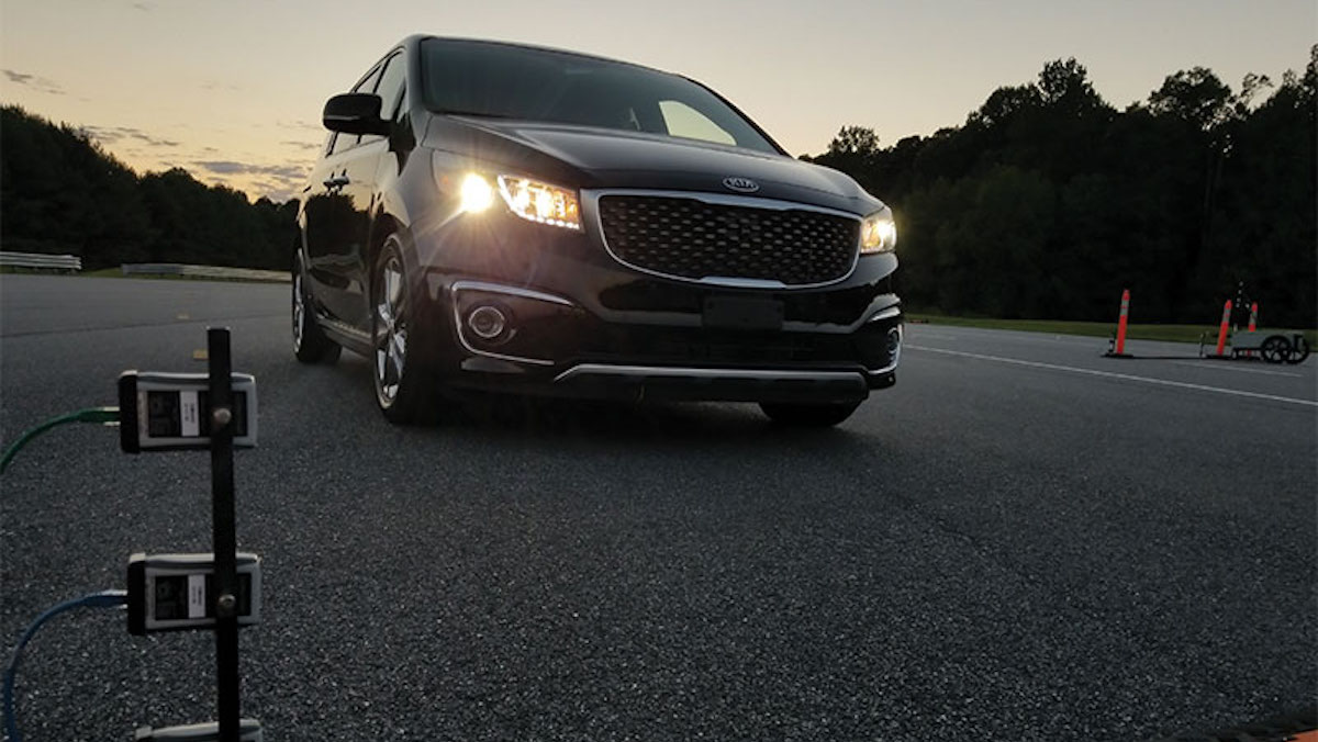 The 2018 Kia Sedona's HID projector headlights are rated good. To get them, consumers need to buy the SX trim line equipped with the Advanced Touring package or the SXL trim line. The minivan's other trim lines have halogen projector headlights rated poor. These lamps produce excessive glare.