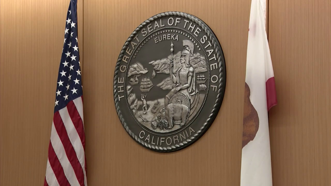 San Diego courthouse generic seal of California over the judge's bench