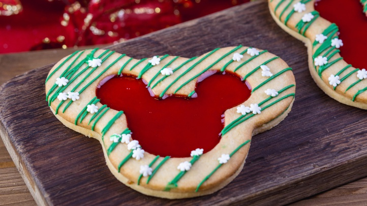 The Holiday Linzer Cookie can be found for a limited time at Market House on Main Street, U.S.A. at Disneyland Park during Holidays at the Disneyland Resort. It's just one of many specialty food items available throughout the resort during the 2018-2019 holiday season. Disneyland Resort in Anaheim. (Disneyland Resort)
